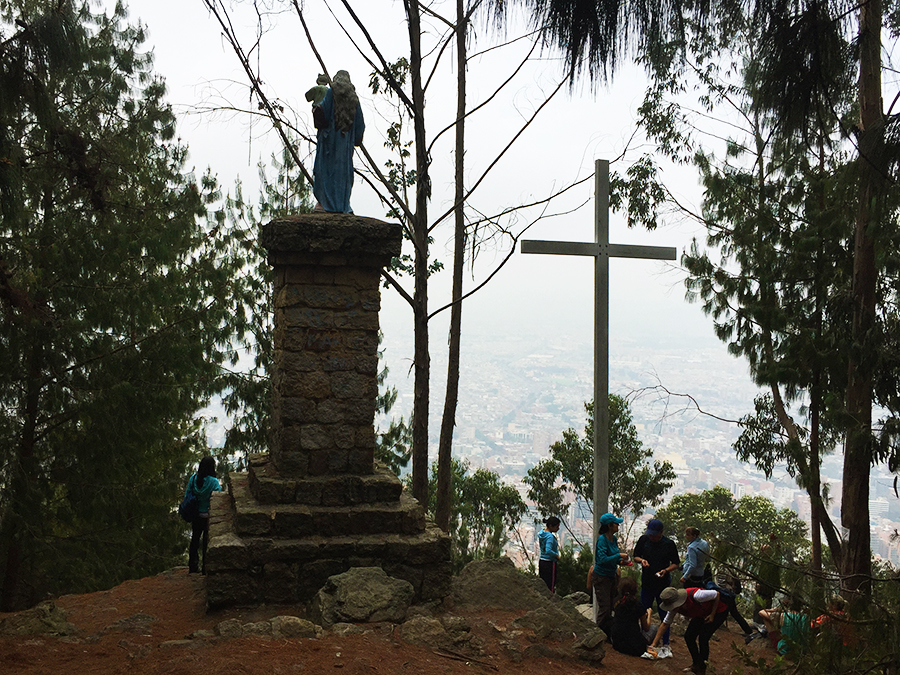 Cross and statue at Quebrada la vieja hike