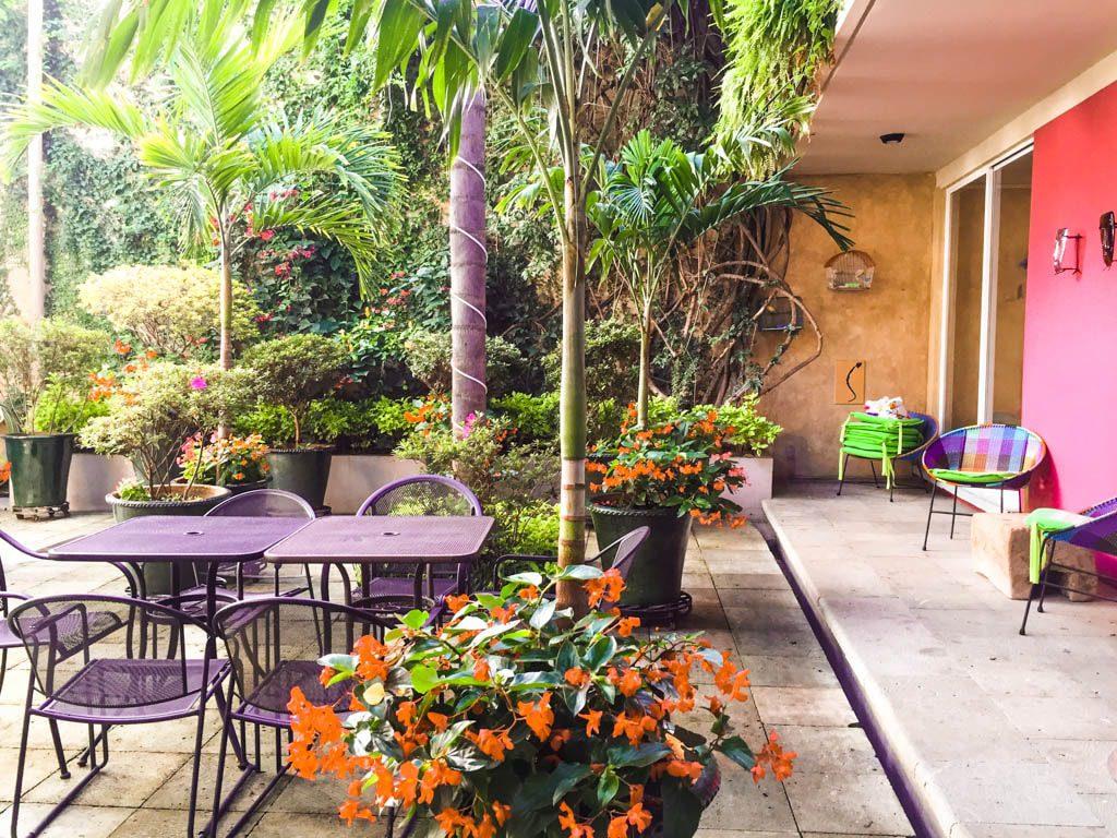 courtyard casa de las bugambilias