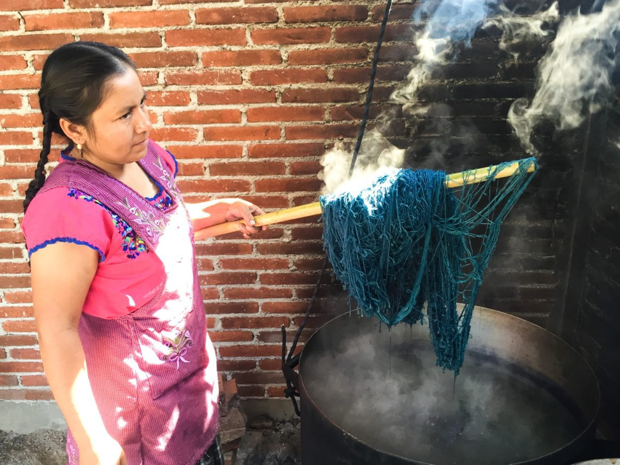 dyeing yarn teotitlan del valle