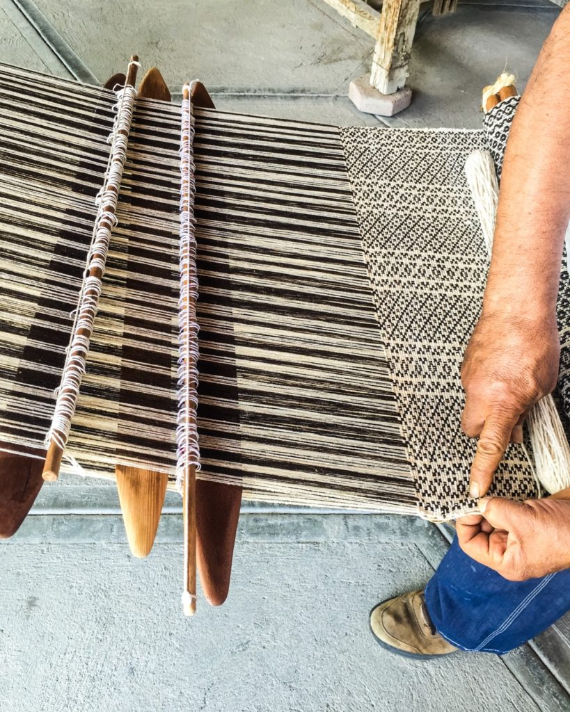 backstrap loom weaving mitla
