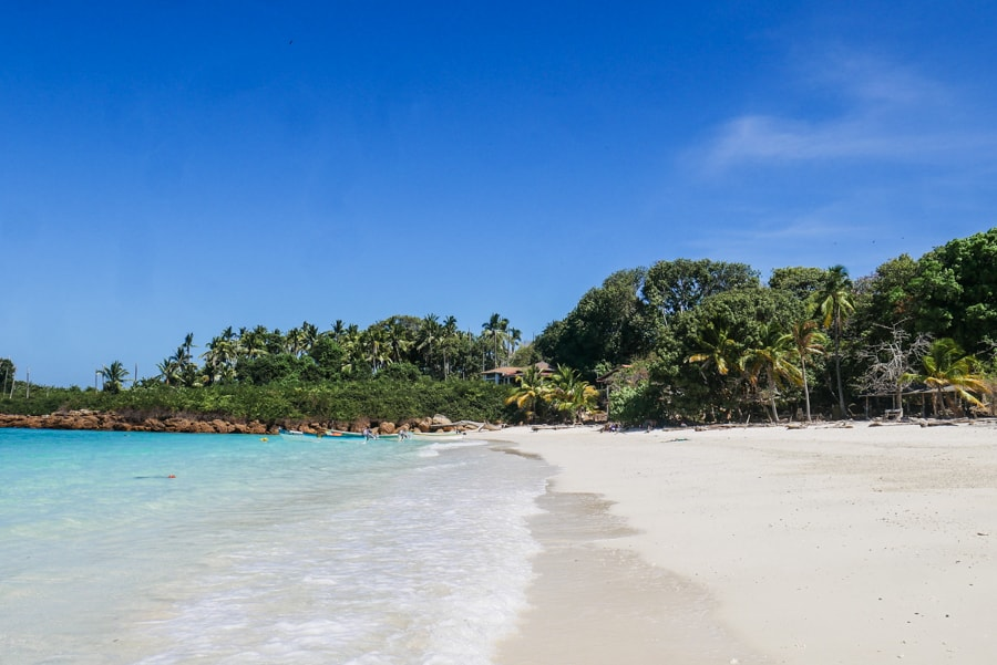 isla iguana beach panama
