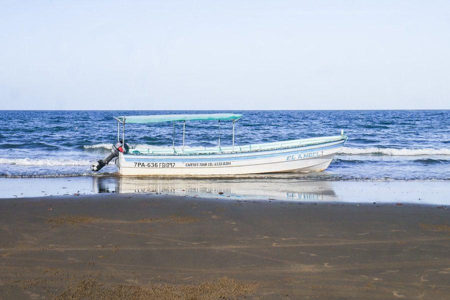 playa arenal pedasi panama boat