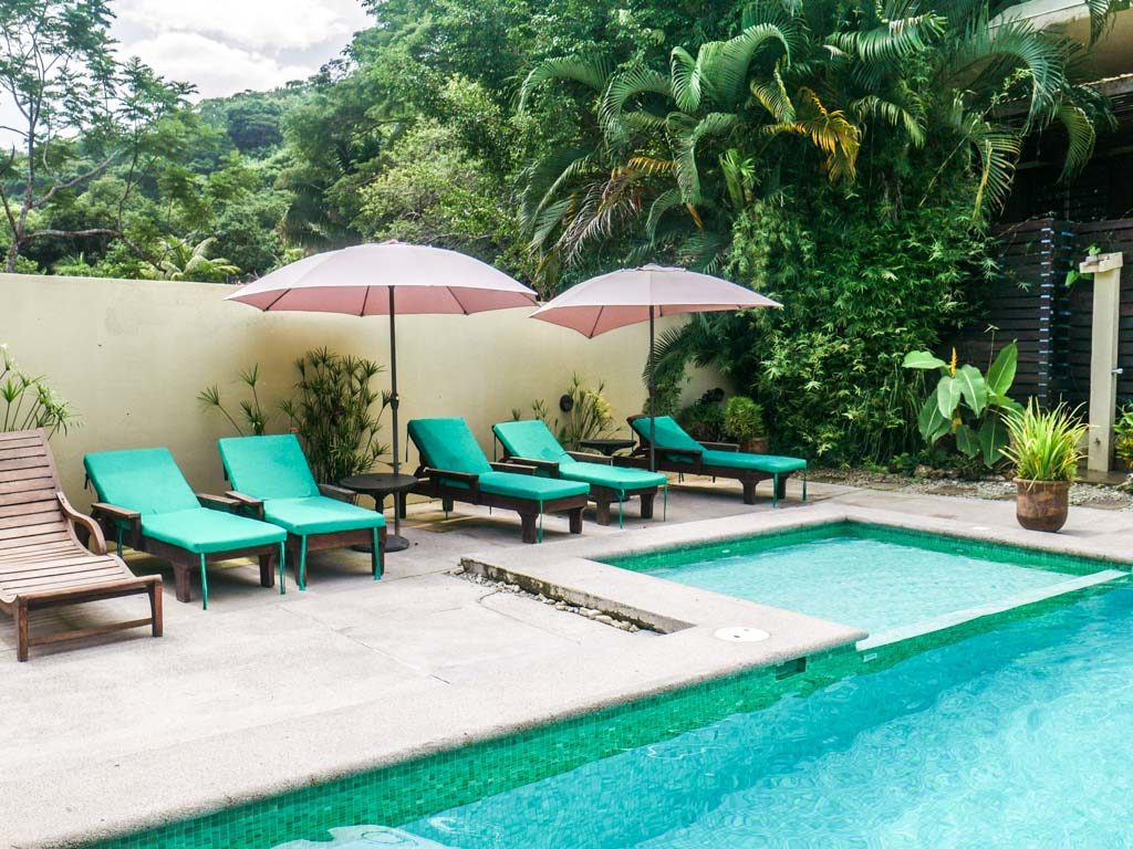 santa teresa hotel pool chairs