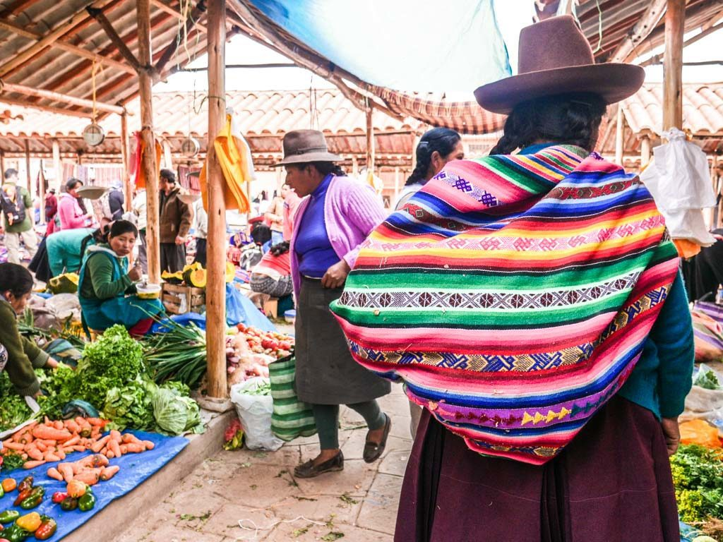 photos of cusco chinchero market