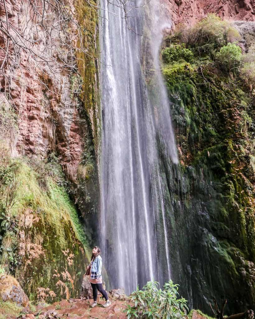 Perolniyoq soqma waterfall ruins