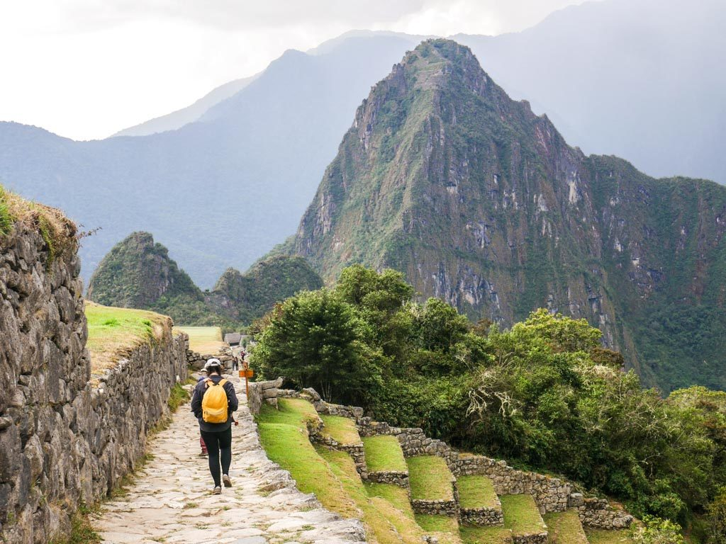 walking to machu picchu from the sun gate