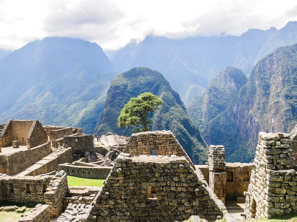 short inca trail hike machu picchu