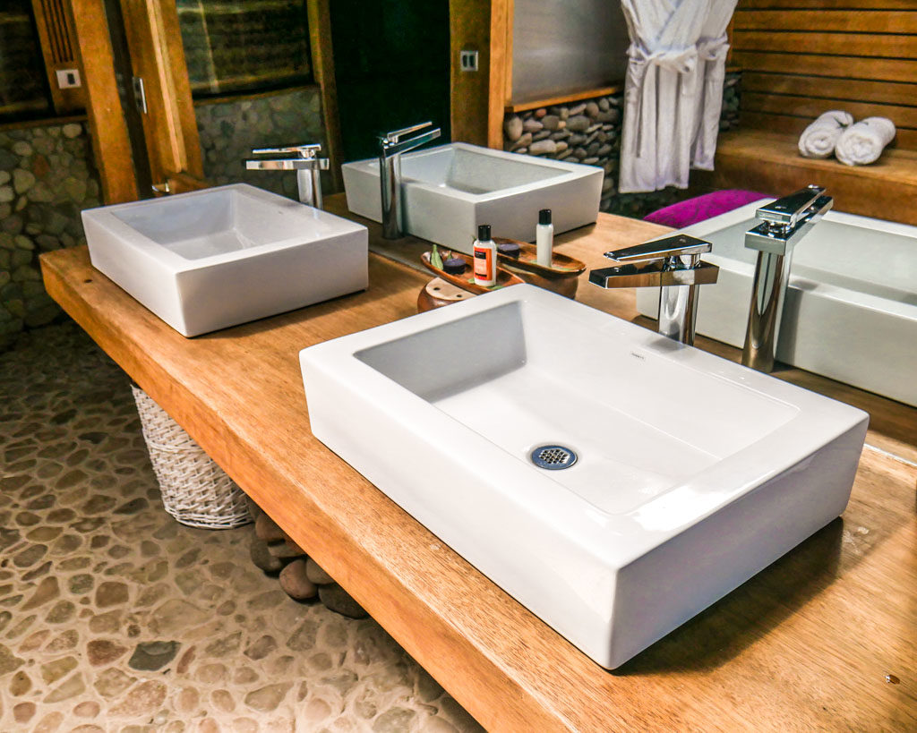 bathroom lake titicaca hotel