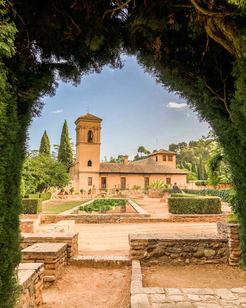 what to do in granada alcazaba