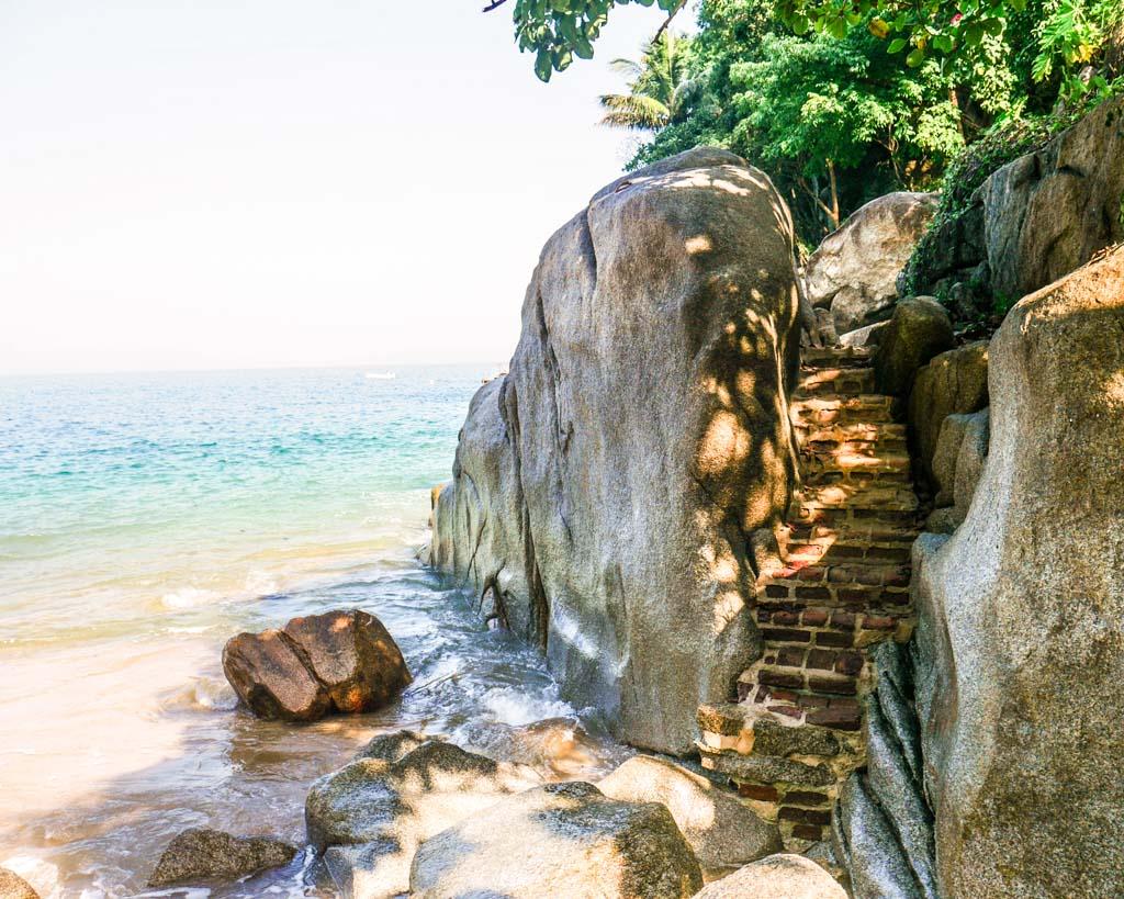 steps at playa colomitos