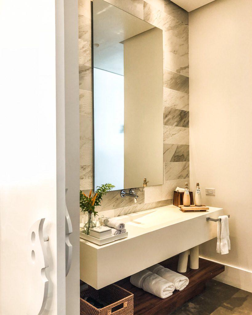 bathroom ibagari roatan hotel
