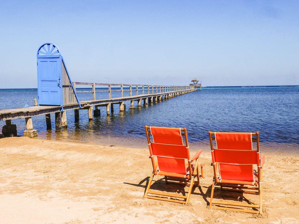 honduras hotel roatan beachfront
