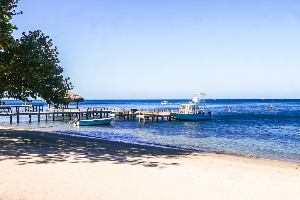 roatan boutique hotel beach