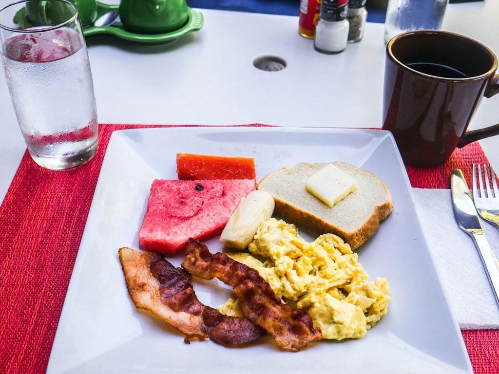 roatan hotel breakfast b&b