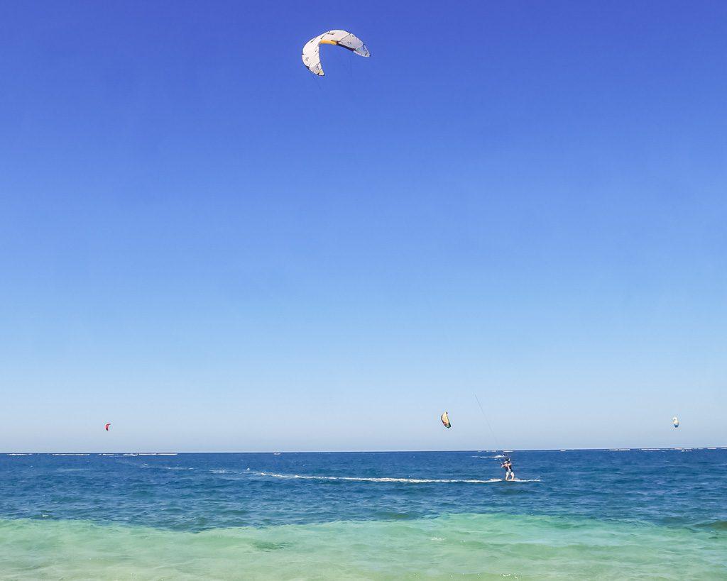 kitesurfing roatan honduras camp bay