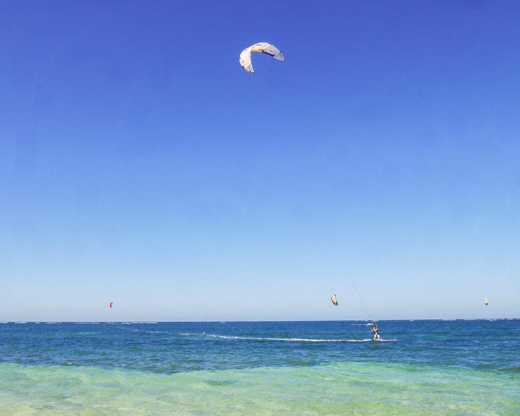 kitesurfing roatan travel honduras camp bay
