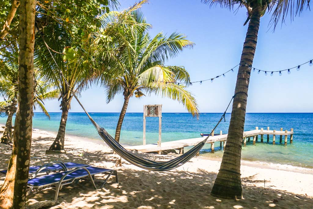 roatan travel beach at camp bay