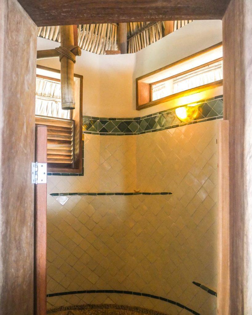 zazil retreat shower san agustinillo