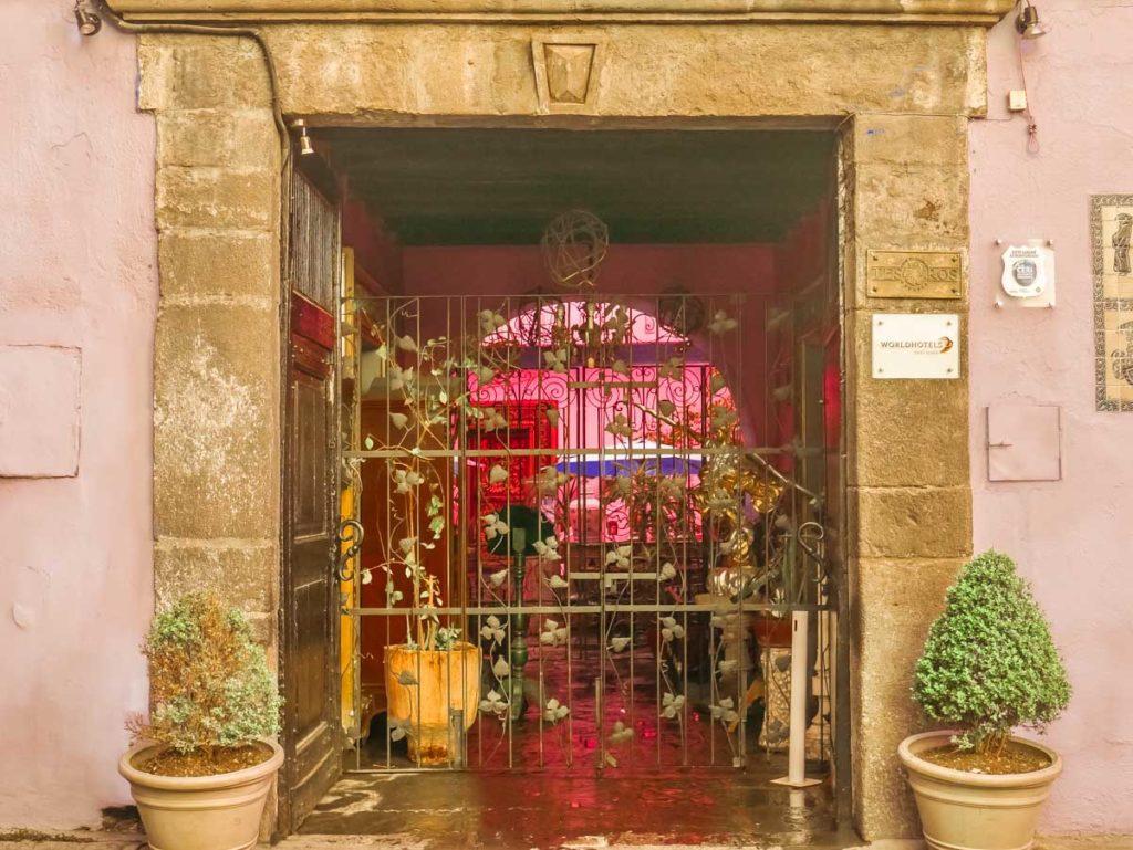 hotel in puebla meson sacristia entrance
