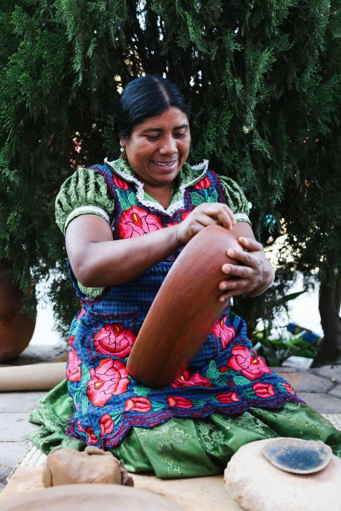 artisan oaxaca tours barro rojo tlapazola by linda campos thread caravanLR
