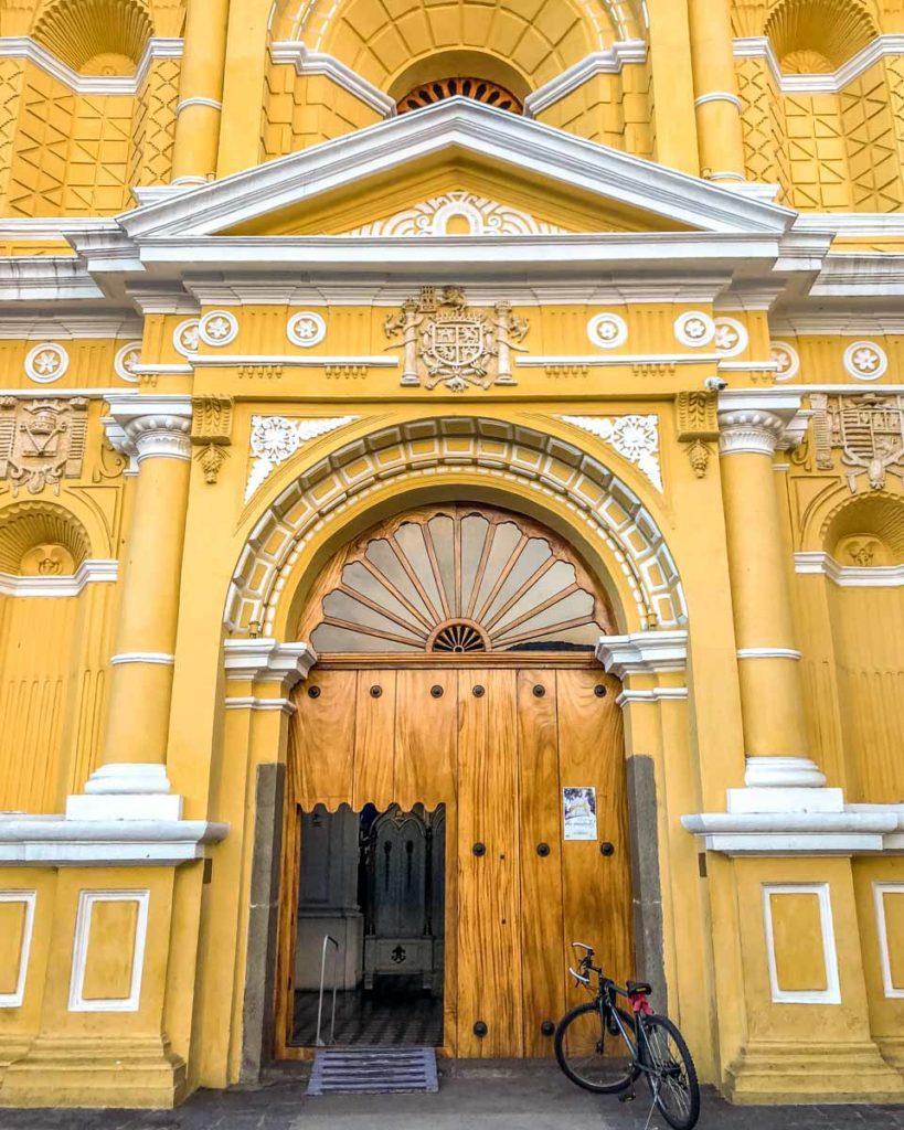Iglesia San Pedro Apóstol antigua travel