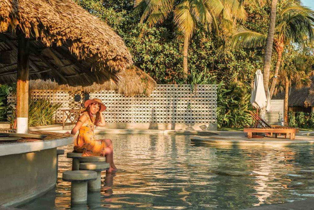 villasol beach club pool and bar