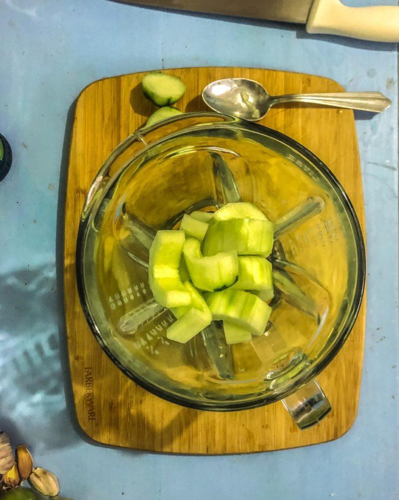 agua de pepino con chia in the blender