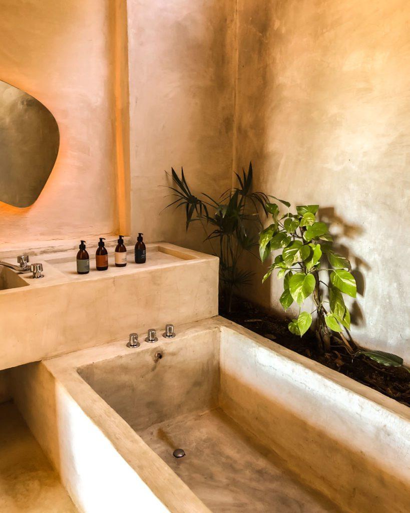bathtub-oaxaca-beach-hotel