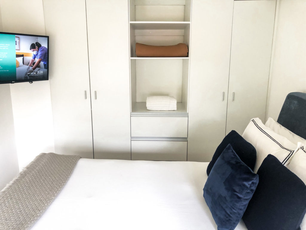 bedroom and closet space and tv casai where to stay in mexico city